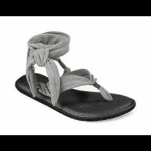 Sanuk yoga slinged up gladiator sandals